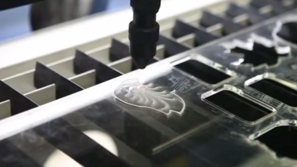 Видео: Лазерная резка и гравировка оргстекла (акрил)
