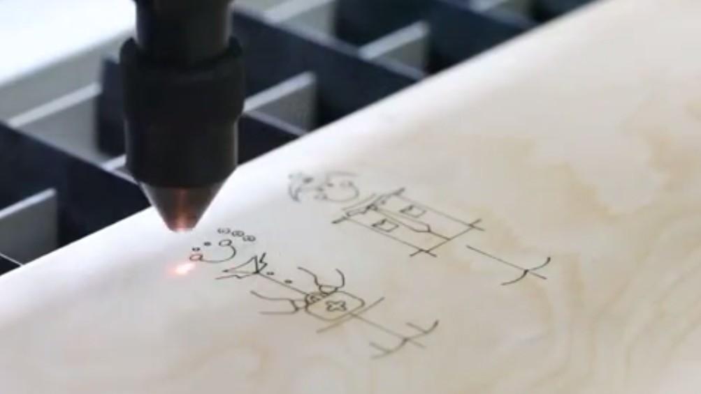 Видео: лазерная резка и гравировка дерева (шпон)